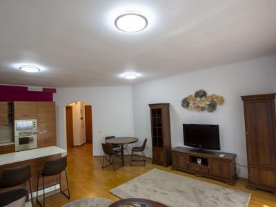 Satul Francez apartament 3 camere, strada privata