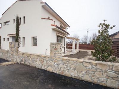 Vila de vanzare zona Otopeni